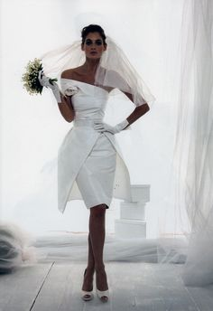 Short wedding dress with sass :) I normally don't like short wedding dresses, but this is an exception! I'm thinking if you have after party yeaaaaaaaaa !!! :)