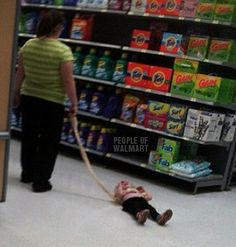 Dog Leashes at Walmart Take Your Kid for a Walk or Drag Them - Parenting Fail - Funny Pictures at Walmart Ever hear about child abuse? Didn't think so. Takes more effort to be a parent than it does comparing Walmart specials. Parenting Done Right, Parenting Teenagers, Parenting Fail, Parenting Humor, Funny Old People, People Of Walmart, Girl Humor, Mom Humor, Poor Children