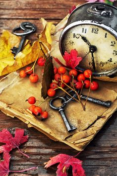 autumn still life - Od clock book and the keys on the wet table strewn with autumn leaves. Autumn Photography, Still Life Photography, Beauty Photography, Photo Print, Autumn Scenes, Autumn Cozy, Autumn Inspiration, Cute Wallpapers, Autumn Leaves