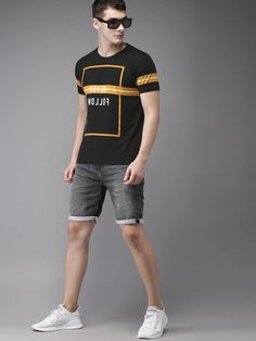 Men's T-shirts - Buy T-shirts for men online in India. Choose from a wide range of polo, round, V neck & more Men's T-shirts in various designs at Myntra. New T Shirt Design, Shirt Print Design, Shirt Designs, Tee Design, Stylish Shirts, Cool Shirts, Casual Shirts, Polo Shirt Outfits, Polo T Shirts