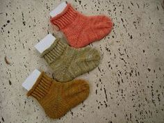……… again there were little cute socks weighing 6 grams in succession … – The Best Ideas Baby Knitting Patterns, Baby Patterns, Crochet Patterns, Cute Socks, Baby Socks, Knit Cardigan Pattern, Diy Bebe, Baby Blog, Patterned Socks
