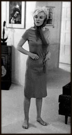 "1962... this is not a flattering pic of her, but its a accurate depiction of her state during the filming of ""Somethings Got To Give"".  note how thin she is here.  she also looks pretty confused.  poor girl. tragic."