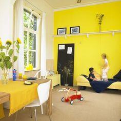 Wandplank gele kinderkamer