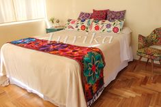 Pie de cama bordado mexicano. Modelo 4