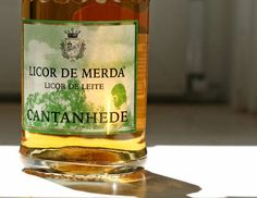 """O LICOR DE MERDA"""" é um produto de alta qualidade, cuja fórmula pertenceu no final do século XX ao Frade maluquinho BASKU GONSALBES. É extraído a partir de diversas merdas de confiança Cocktail Drinks, Cocktails, Alcohol, Portuguese Recipes, Whiskey Bottle, Drinking, Beverages, Food And Drink, Homemade"""