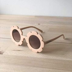 Stylish little flower sunglasses, perfect for everyday adventures. Girls sunglasses Kids - suitable for ages years Little flower style, beige colour frames Round black gradient lens Soft and comfortable fit.