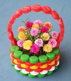 Plastic Bottle Caps, Plastic Bottle Flowers, Bottle Cap Art, Recycle Plastic Bottles, Bottle Top Crafts, Diy Bottle, Paper Flowers Craft, Flower Crafts, Plastik Recycling