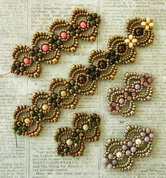 Linda's Crafty Inspirations: Lovely Lace Bracelet - More Samples I kike these very much Lace Bracelet, Beaded Bracelet Patterns, Seed Bead Bracelets, Beading Patterns, Bead Jewellery, Seed Bead Jewelry, Seed Beads, Art Perle, Beads And Wire