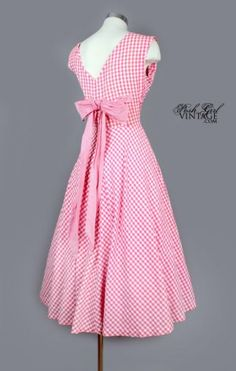 1950's Pink & White Check Fit & Flare Petticoat Dress-- Love this so much! Need to find a pattern!