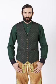 JAN&INA Trachten_ Weste waldgrün, Hemd grün:schwarz, Lederhose vintage eiche_Zoom