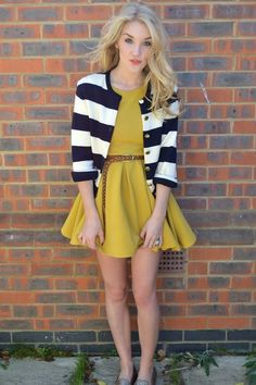 Fall dinner party outfit. The mustard hue is such a beautiful compliment to the navy hues of the table setting.