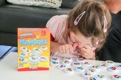Bei dem Spiel KLACK! wird die Hand-Auge Koordination geschult, Farben erlernt und Schnelligkeit trainiert