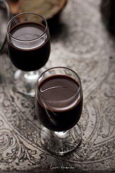 Lichior de ciocolata cu cardamom reteta de bautura alcoolica de casa. Reteta de lichior de ciocolata pentru sarbatorile de iarna.