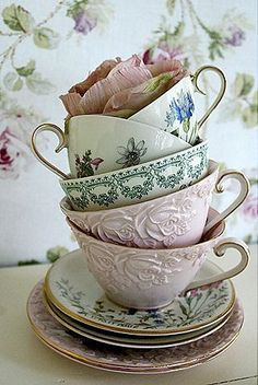 Vintage tea cups – If I had these on every table for a tea/coffee service after dinner… I would be QUITE happy. Time to troll the thrift stores. More Vintage tea cups – If I had t Vintage Dishes, Vintage China, Vintage Teacups, Vintage Floral, Tee Set, Teapots And Cups, My Cup Of Tea, Tea Cup Saucer, High Tea