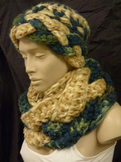 sehr warmer Häkel-Loop mit passender Mütze von live life cosy auf DaWanda.com