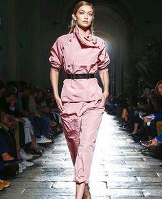 Gigi Hadid - Bottega Veneta // Pinterest: Melanie Escobedo