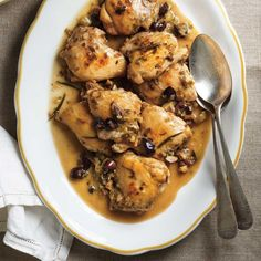 Poulet Toscan - lighter version of poulet au romarin. Made Husband raved. Served with buttered egg noodles and sautéed green beens w/ pine nuts. Easy Chicken Recipes, Turkey Recipes, Meat Recipes, Cooking Recipes, Recipies, Chicken Subs, Confort Food, Ricardo Recipe, Chicken With Olives