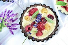 tarteletka z pieczonym jogurtem i owocami1 Sweet Recipes, Acai Bowl, Tart, Breakfast, Food, Acai Berry Bowl, Breakfast Cafe, Pie, Essen
