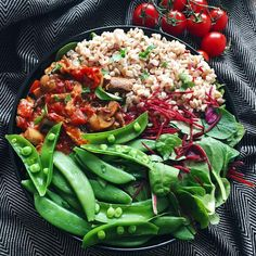 I enjoyed this 🍃Farro, mushroom in 🍅 stew, sugar snap peas, and beetroot salad for lunch today 😊 I've been getting colds rather frequently lately. I wonder if my body is starting to detox...