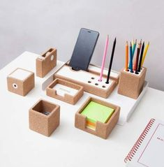 Diy desk organization products 27 Ideas Being organised is the KEY to success! This board will give you quirky, and alternative ideas and inspiration on how to keep your life balanced. Diy Organizer, Wooden Desk Organizer, Desk Organization Diy, Diy Desk, Diy Furniture Sofa, Office Furniture, Diy Cadeau Noel, Desk Tidy, Desk Set