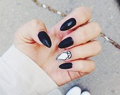 Black and White Geometric Diamond Press on Nails by Ostoksia