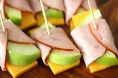 Healthy Snacks For Kids APPLE, CHEDDAR AND HAM ROLLS These are super easy and you could use any deli meat or cheese that you want. - Surprise the kids with this tasty after school snack and let them assemble the apple, cheddar and ham rolls. School Snacks For Kids, Healthy Snacks For Kids, Simple Snacks, School Lunches, Eat Healthy, Healthy Afterschool Snacks, Class Snacks, Creative Snacks, Simple Recipes