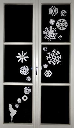 Sterntaler Scherenschnitt fürs Fenster - so schön! Windows Color, Christmas Is Coming, Winter Christmas, Christmas Holidays, Christmas Crafts, Xmas, Christmas Ornaments, Window Art, Snow Flakes