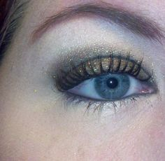 My bronze eye for new years!  Two faced Natural Palette with MAC glitter