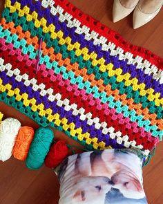 Granny Stripe crochet blanket, ch1 between dc clusters.