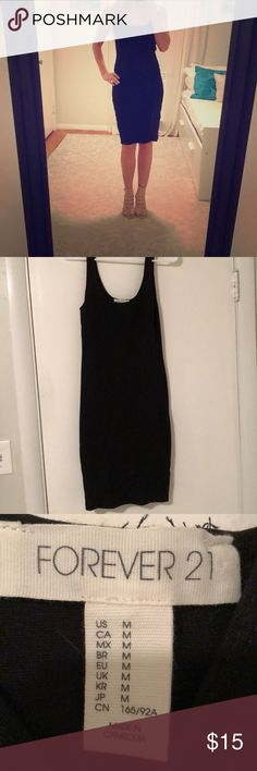 Black knee length dress - bodycon Black mid (knee) length dress from forever 21. Size medium. stretchy , fitted material. No defects & from a clean, smoke free home. Never worn (only tried on!!). Versatile for any occasion💕🎀 Forever 21 Dresses Midi