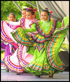 Mexican Folk Dancing | Folklorico de Floricanto Mexican folk… | Flickr