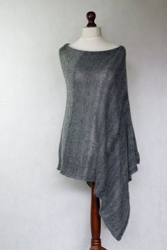 Gray women poncho hand knit by KnitwearFactory Knitted Capelet, Scarf Knit, Hand Knitting, Knitting Patterns, Grey Poncho, Modern Outfits, Knitwear, Knit Crochet, Modern Clothing