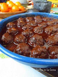 Albondigas en Adobo(Meatballs in Sauce) - La Piña en la Cocina Mexican Meat, Mexican Cooking, Mexican Food Recipes, Mince Recipes, My Recipes, Meatball Sauce, Spicy Salsa, Dinner With Ground Beef, Mexico Food