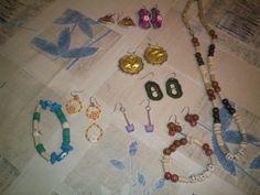 colgantes, pulseras y pendientes