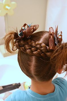 Criss cross braids on top!  LOTS of adorable hair styles for girls. Lots of braids ideas for my littlest girl.