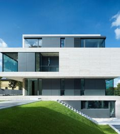 Modern design villa by moderne h user for Moderne villen deutschland