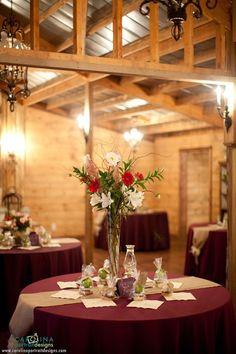 Destarte Wedding Barn - Burgundy tablecloth wedding reception