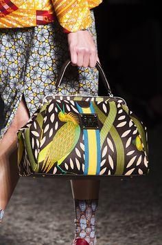 38 самых актуальных пар обуви и сумок осени