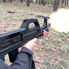 Military Weapons, Weapons Guns, Guns And Ammo, Armas Airsoft, Ar15, Hidden Weapons, Military Videos, Armas Ninja, Automatic Knives