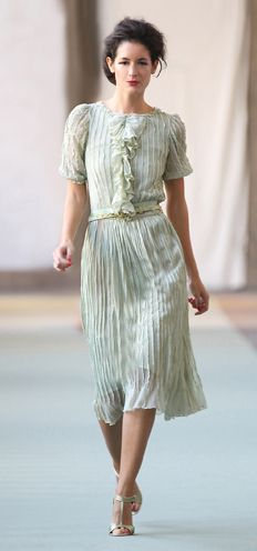 Luisa Beccaria s/s 2012 30s Fashion, Modest Fashion, Love Fashion, Retro Fashion, Fashion Dresses, Fashion Looks, Dressy Dresses, Lovely Dresses, Beautiful Outfits