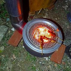 ● 焚き火缶風ロケットストーブの試作テストこんにちは山成です。今夜は焚き火缶風ロケットストーブの試作テストをやっていました。これは昼間、車のホイールの上に組み…