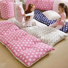 The whole family will love lounging around on these comfy Giant Floor Pillows. We've included NO Sew versions, Giant Cushions and Pillow Mattress Beds for you! Sewing Hacks, Sewing Crafts, Sewing Projects, Diy Projects, Diy Crafts, Fabric Crafts, Diy Pillows, Floor Pillows, Floor Beds