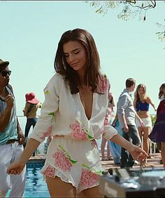 3beff76a09caf Watch Emily Ratajkowski GIF on Gfycat. Discover more celebrity