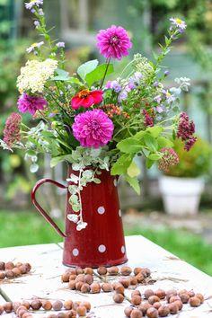 Madelief- poner flores en cualquier recipiente, siempre quedan geniales!!!