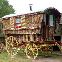 No 6 English Caravan Gypsy Wagon Hippie Vintage, Vintage Circus, Gypsy Caravan, Gypsy Wagon, Gypsy Trailer, Gypsy People, Photos Vintage, Gypsy Home, Gypsy Living