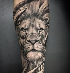 Among the tattoo models for men was the most preferred lion tattoos. The most popular lion tattoo models in 2018 Hand Tattoos, Lion Head Tattoos, Leo Tattoos, Future Tattoos, Animal Tattoos, Body Art Tattoos, Tattoo Ink, Tatoos, Lion Tattoo Sleeves