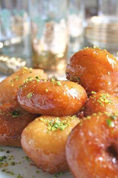 Ramadan recipes 497084877606999383 - Yoyos – Tunisian pastry Source by ymamberti Plats Ramadan, Middle Eastern Sweets, Tunisian Food, Tandoori Masala, Italian Chicken Recipes, B Food, Ramadan Recipes, Indian Street Food, Arabic Sweets