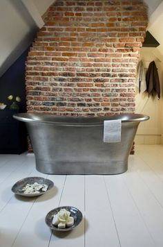 If there was ever a stunning antique looking Copper Bateau Bath, this is it. I admire the raw beauty of this handcrafted Copper Bath.