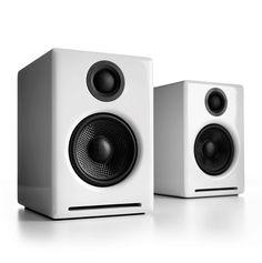 Audioengine 2 White (A2+) Premium Powered Desktop Speakers Standar baru untuk suara multimedia dan menutup kesenjangan antara speaker komputer dan audio rumah. Audioengine 2 adalah upgrade yang sempurna untuk komputer anda, iPod, dan semua musik.