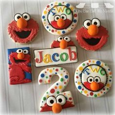 For Jacob's second birthday! - You Can Call Me Sweetie Más Elmo Cookies, Elmo Cake, Galletas Cookies, Cookies For Kids, Iced Cookies, Cute Cookies, Sugar Cookies, Elmo Cupcakes, Sesame Street Cake